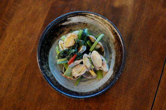 あさりと小松菜のオイル蒸し