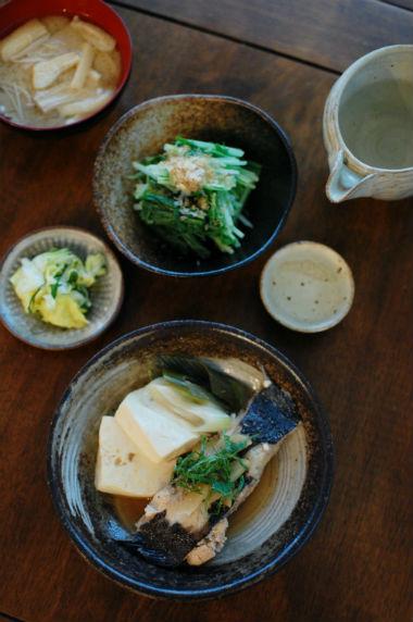 カレイと豆腐の煮つけ、水菜のおひたしで家飲み