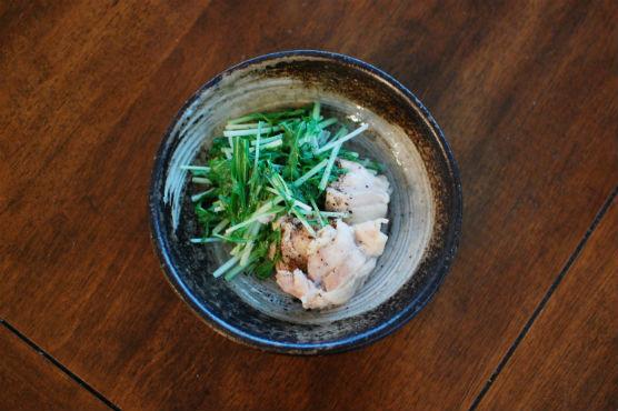 鶏もも肉と水菜の酒蒸し