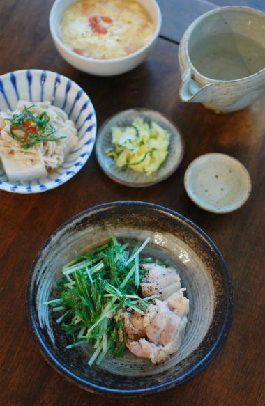 鶏もも肉と水菜の酒蒸し、えのき梅豆腐献立