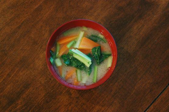 小松菜とにんじんの味噌汁