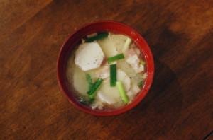 里芋とベーコンの味噌汁
