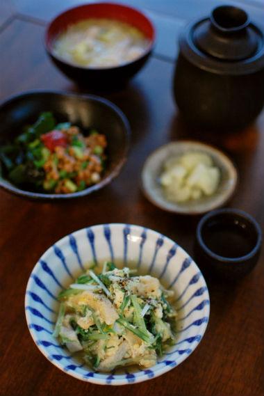 水菜と油揚げの卵とじ、梅わかめ納豆献立