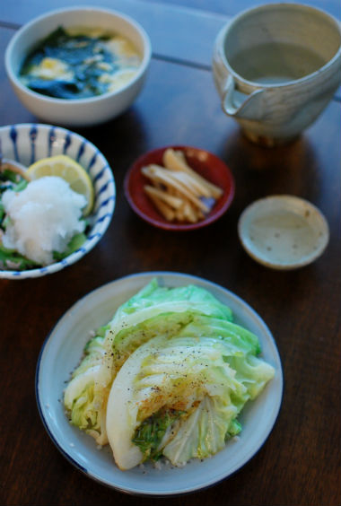 焼き春キャベツ、ツナと小松菜のおろし和え献立。