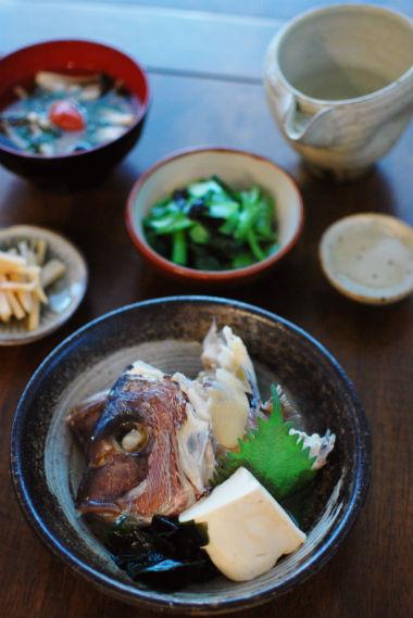 鯛のかぶと煮、きのこと梅のすまし汁献立