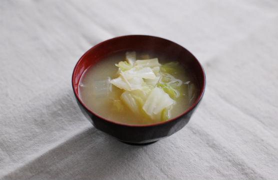 白菜と油揚げの味噌汁