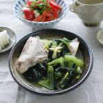 ぶりあらと青菜のしょうが蒸し、トマト塩昆布奴献立。
