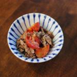 トマトと牛肉のしょうゆ炒め、小松菜のわさび白和え献立。