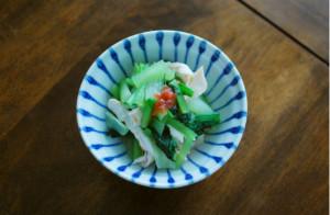 小松菜と蒸し鶏の梅和え