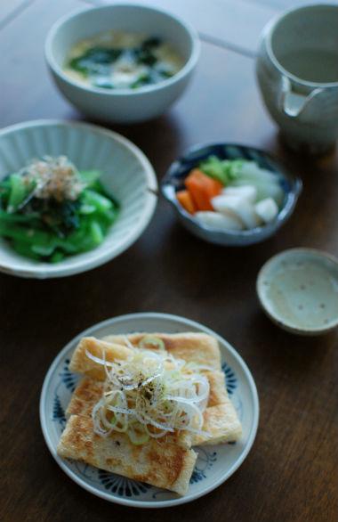 焼き油揚げの酢醤油かけ、小松菜のおひたし献立。
