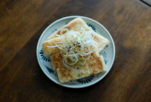 卵とわかめのスープ ぬか漬け 小松菜のおひたし 焼き油揚げの酢醤油かけ