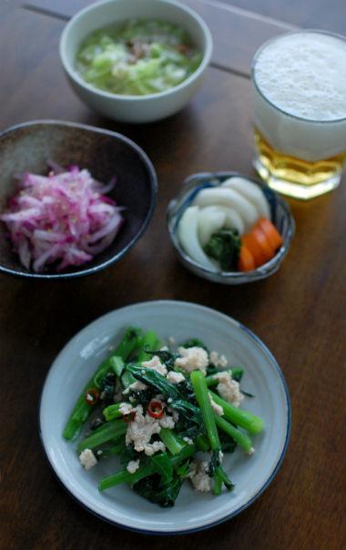 つるむらさきとひき肉のナンプラー炒め、紫大根のナムル