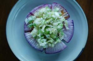 焼き紫大根ねぎ塩のせ、つるむらさきと豆腐の煮びたし