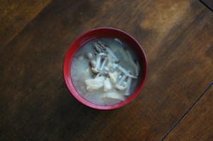 しめじと油揚げの味噌汁