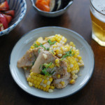 とうもろこしと豚肉のしょうゆ炒め、トマトの塩昆布和え献立。