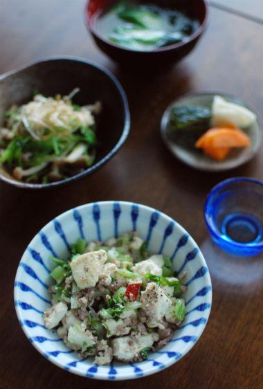 セロリと豆腐の炒めもの、きのこと三つ葉のおひたし