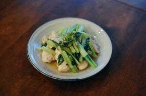 鶏むね肉と小松菜のしょうが炒め
