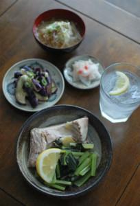ぶりと小松菜のしょうが蒸し、蒸しなすサラダ