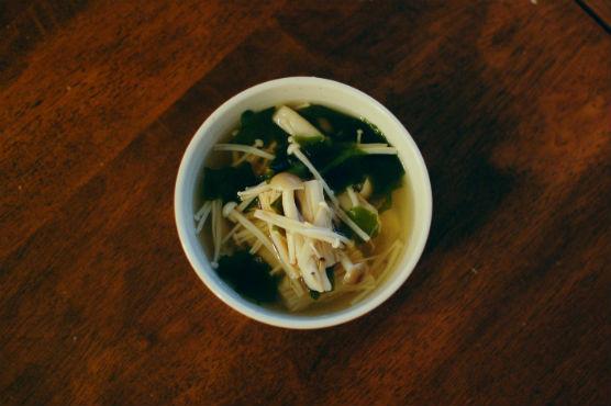きのことわかめのスープ