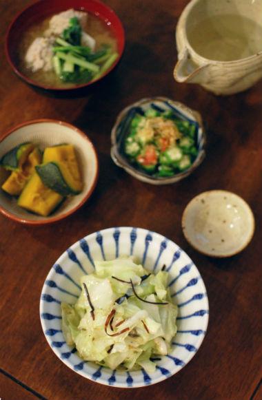 肉団子とかぶの味噌汁、キャベツ塩昆布炒め
