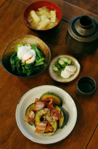 かぼちゃとベーコンのソテー、小松菜のナンプラー卵ソースで晩酌