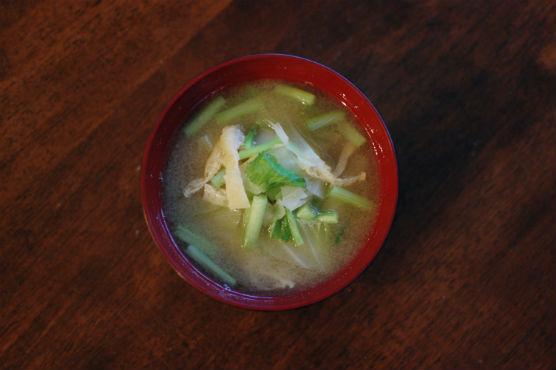 油揚げと野菜の味噌汁