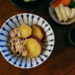 さつまいもと豚肉のしょうが煮、セロリのおひたし献立。