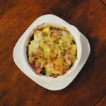 さつまいとチキンの豆乳グラタン、柿とくるみのサラダ献立。