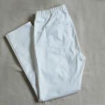 白いパンツ、おばさんが着る服は全て流行遅れ。