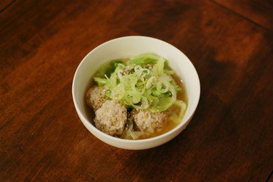 キャベツと肉団子のスープ煮