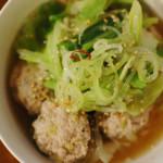 キャベツと肉団子のスープ煮、にんじんの白和え献立。