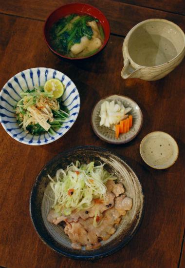 豚ロースの梅ねぎ焼き、きのこと水菜のおひたし献立