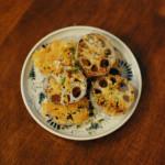 れんこんチーズ焼き、梅えのき納豆献立。