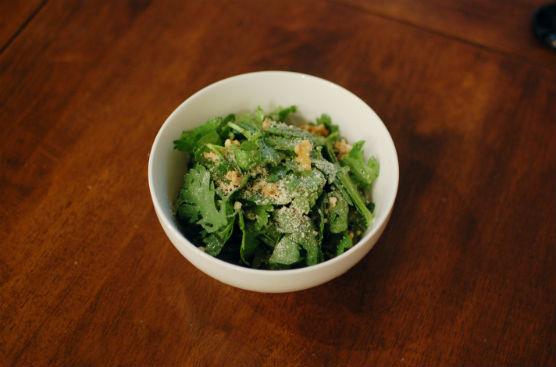 春菊とくるみのサラダ