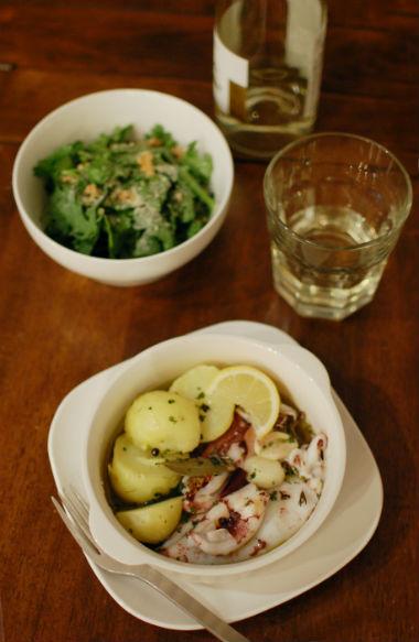 やりいかとじゃがいものオイル煮、春菊とくるみのサラダ