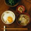 白菜とひらたけの味噌汁、目玉焼き丼献立