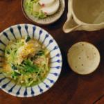 えのきと三つ葉の卵とじ、わかめと玉ねぎの味噌汁献立。