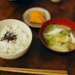 味噌汁とご飯の夕食