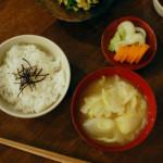 休肝日ごはん せりの卵とじ、野菜味噌汁献立。