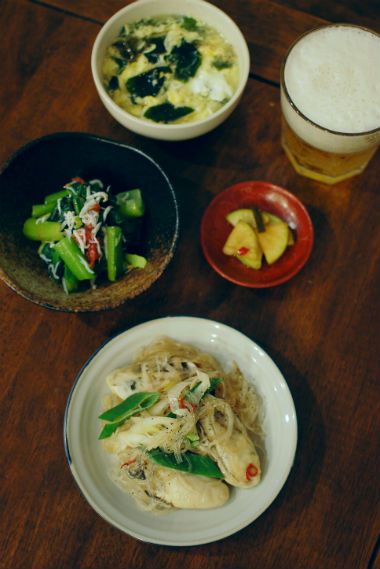 牡蠣と小松菜の炒めもの、わかめと卵のスープ献立