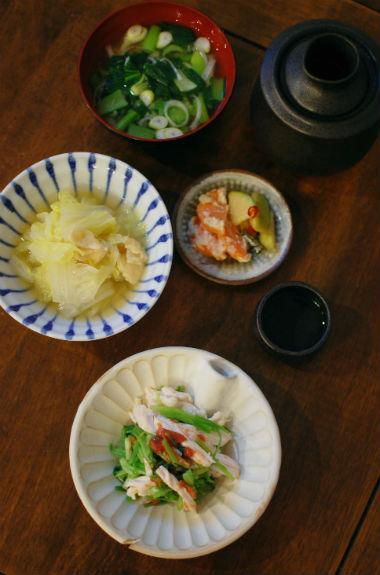 せりと蒸し鶏の梅和え、鶏出汁白菜煮献立。
