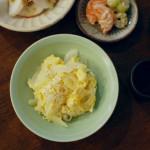 新玉ねぎと卵の炒めもの、生かぶサラダ献立。