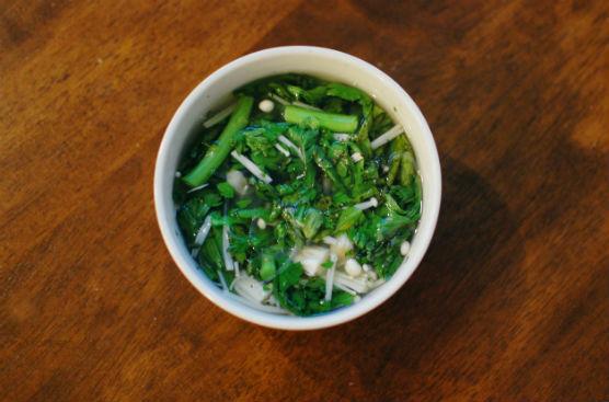 春菊とえのきのスープ