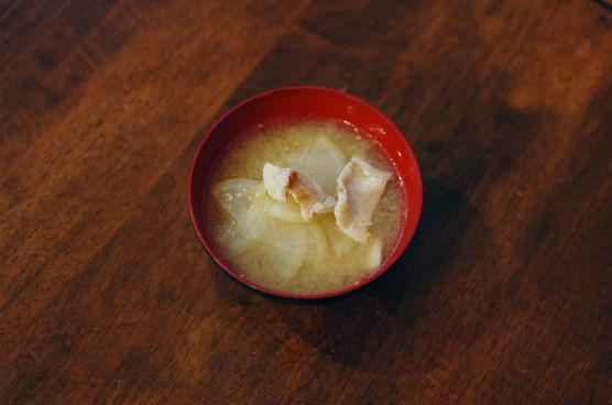 豚と大根のごま味噌汁