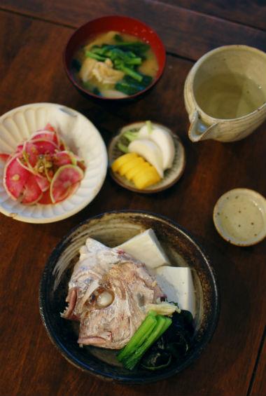 鯛あらと豆腐のしょうが蒸し、紅芯大根サラダ献立