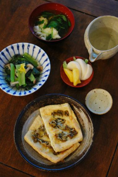 油揚げの蕗味噌チーズ焼き、小松菜としめじのゆず煮びたし献立