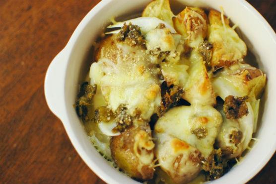 白菜サラダ 新じゃがいもと新玉ねぎの蕗味噌チーズ焼き