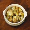 新じゃがいもと新玉ねぎの蕗味噌チーズ焼き