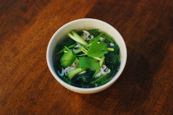 えびとほうれん草のスープ