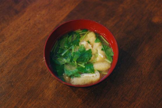 三つ葉と揚げの味噌汁